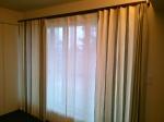 寝室のドレープカーテンはフレンチリネンで