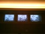 小窓には、アクセントをきかせたデザインを